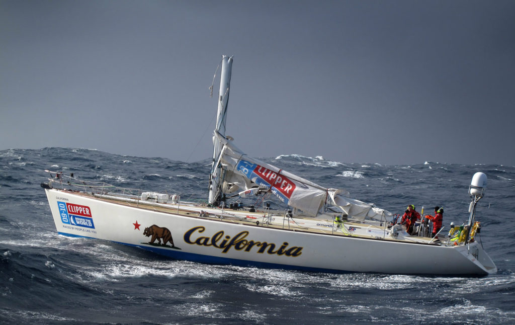 california-dismasted-in-pacific1